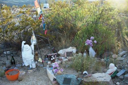 Gonzo's laughing Buddha grave